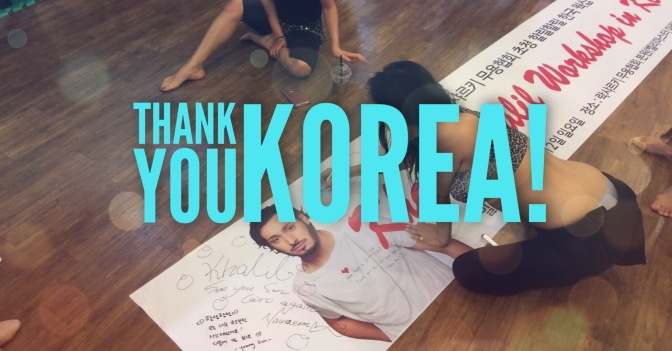 Korea's fans and students sign the banner gift for Khalil